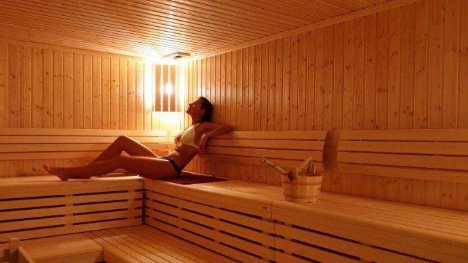 Sauna e sudore: sudare molto permette davvero di dimagrire?