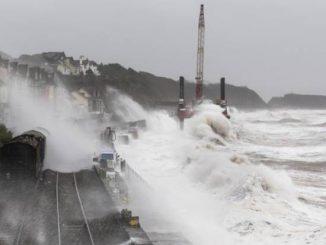 Gran Bretagna: la tempesta Doris paralizza il paese