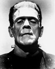 Boris Karloff nei panni di Frankenstein