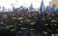 Migliaia di pompieri in divisa sono giunti a Montecitorio da tutta Italia. L'obiettivo è di rivendicare un più equo trattamento pensionistico e retributivo.