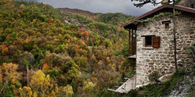 Casa che guarda verso i boschi