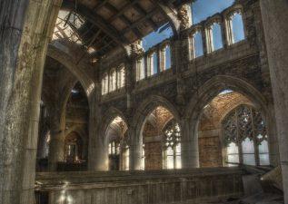 Ancora l'interno della chiesa