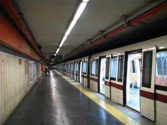 Roma: Metro A, allarme per un pacco sospetto