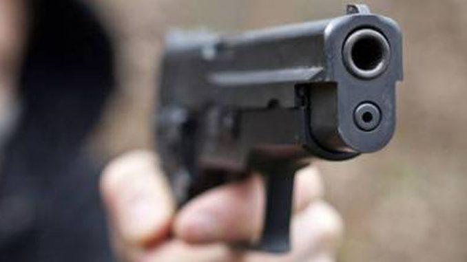 """Napoli, pistole puntate in faccia: i giovani giocano a """"Gomorra"""""""