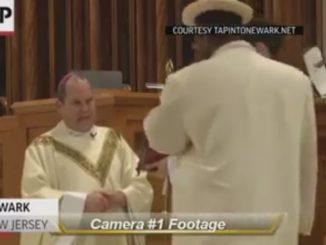 pugno al vescovo