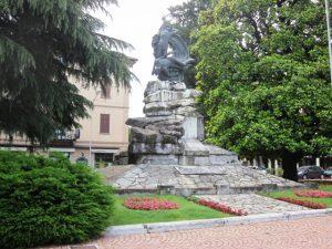 Statua in centro a Luino