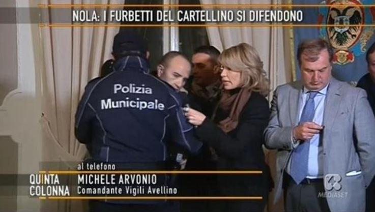 Quinta colonna comandante dei vigili sviene in diretta for Diretta notizie