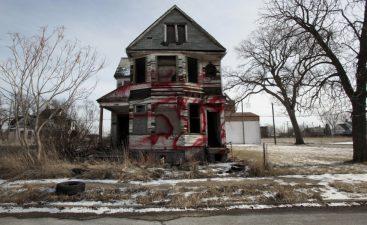 Casa abbandonata ad est della città