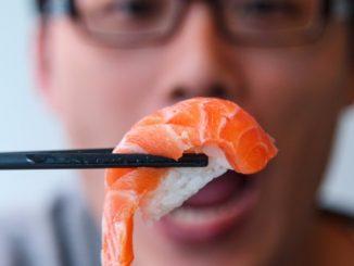 Le Iene, popolare programma televisivo, hanno fatto un servizio sul sushi all you can eat che ha fatto molto discutere.