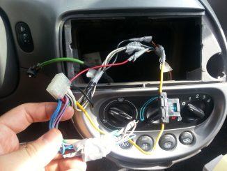 Come cambiare l'autoradio da soli