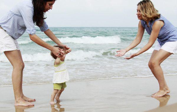 Adozioni gay: riconosciuta la stepchild adoption per coppia di donne a Roma