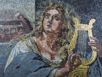 Barbara-Giavelli-Vittoria-Giulia-tributo-a-Raffaello-Musa-Euterpe-2004-mosaico-in-marmo-smalto-e-oro-24Kt-cm.-113x905-Copia