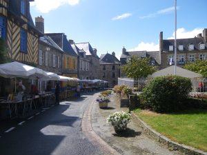 Via di Bécherel, bancarelle di libri a sinistra