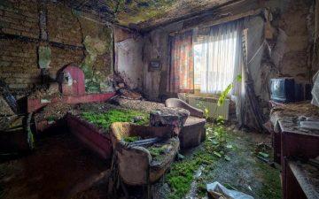Stanza dell'hotel in rovina