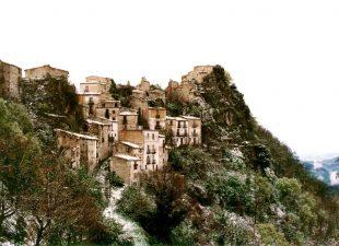 Il borgo abbandonato di Buonanotte Vecchio