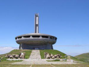 Il Buzludzha Monument di fronte