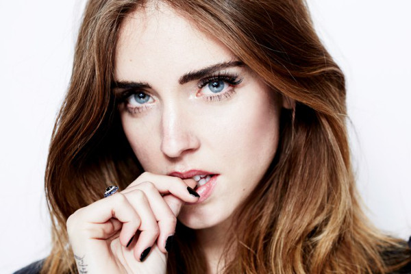 Chiara Ferragni: hot a Parigi e su Instagram. In mostra seno alla fashion week