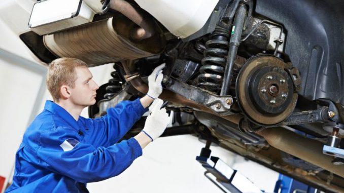 Come cambiare ammortizzatori auto
