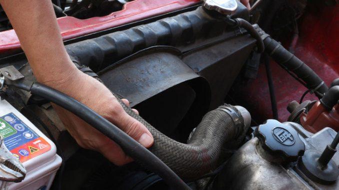 Come cambiare il radiatore auto