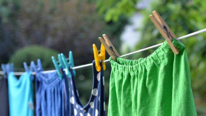Come togliere le macchie dai vestiti