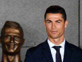 Cristiano Ronaldo inaugura l'aeroporto scatta l'ironia social