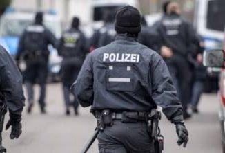 Germania shock: 19enne uccide bimbo di 9 anni e pubblica il video