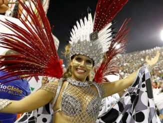 I vestiti del Carnevale di Rio dal sambodromo alla spazzatura
