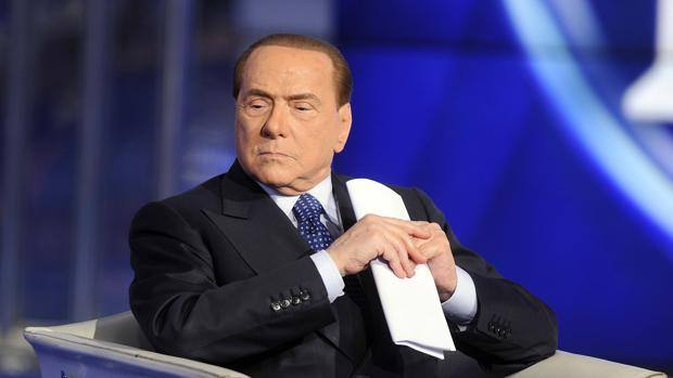 """Berlusconi lancia un ultimatum alla Cina: """"O arrivano i soldi o mi tengo il Milan"""""""