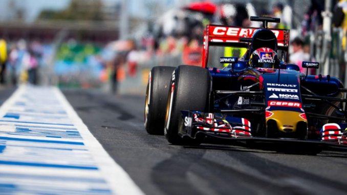 Formula 1, Gran Premio d'Australia: Hamilton in pole davanti a Vettel ma il distacco è minimo