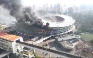 Cina: lo stadio dello Shanghai Shenhua va a fuoco
