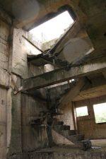 Interno di edificio abbandonato nel quartiere