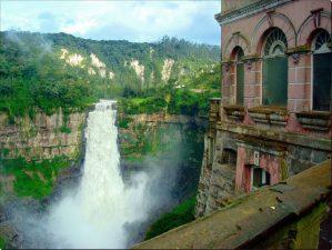 Angolo dell'hotel con veduta migliore della cascata