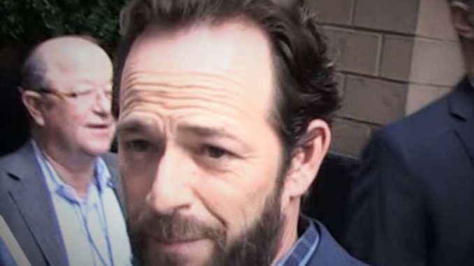 Paura per Luke Perry: