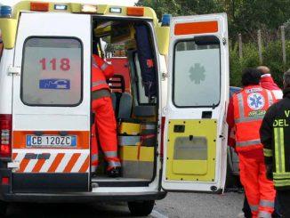 Milano: donna invade corsia e si schianta contro un tir. Morta sul colpo