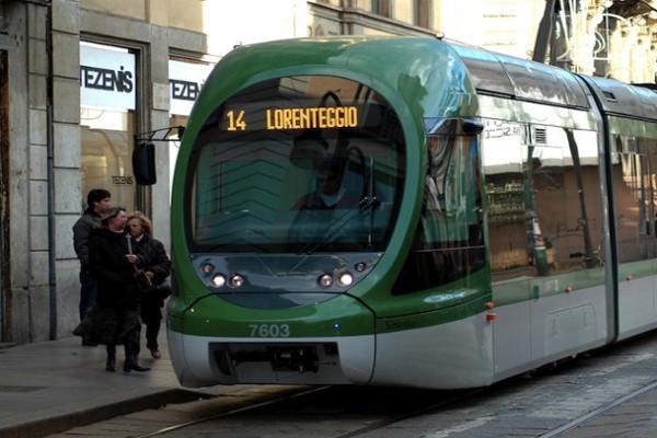 Milano, tram investe due donne. Traffico in tilt