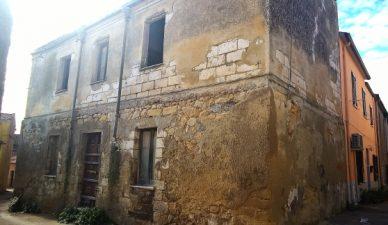 Casa abbandonata messa in vendita a Nulvi