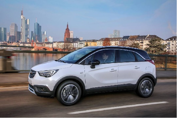 opel crossland x dimensioni consumi motori prezzi. Black Bedroom Furniture Sets. Home Design Ideas