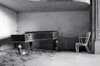 Vecchia immagine do una sala dell'orfanotrofio abbandonato