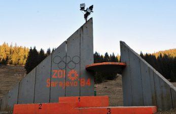 Podio abbandonato degli sciatori olimpici