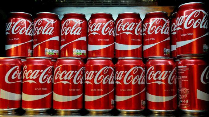 Resti umani trovati nelle lattine di coca cola. La polizia indaga
