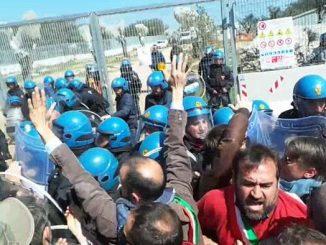 Salento: nel cantiere Tap carica della polizia sui manifestanti contro espianto olivi