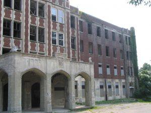 Altra veduta del sanatorio dall'esterno