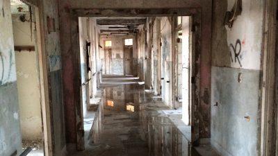 Corridoio del sanatorio abbandonato