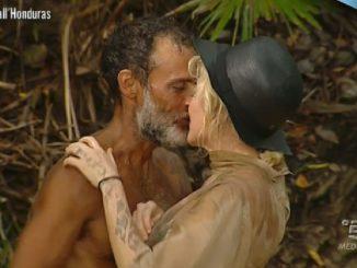 bacio isola dei famosi