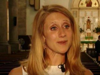 Il padre della sposa muore 10 anni fa. Lei va all'altare con l'uomo che ha ricevuto un regalo da lui