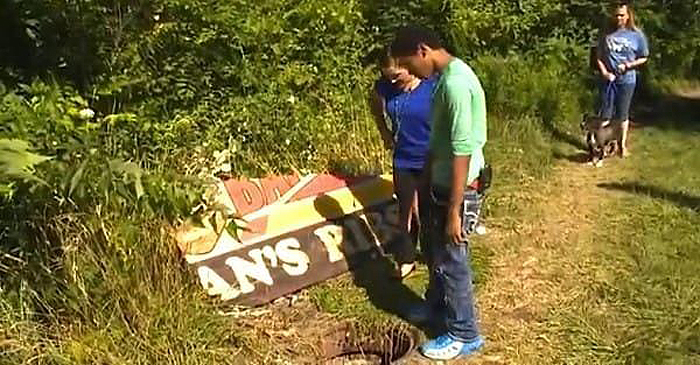 Bambini scoprono una fossa nel bosco: ecco cosa conteneva