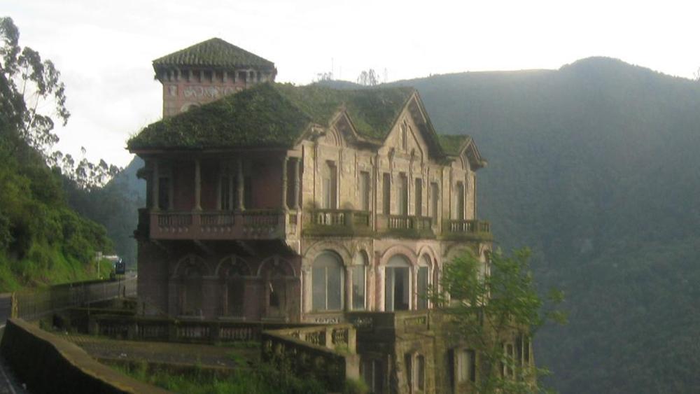 L'ex Hotel del Salto in Colombia