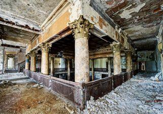 Altra foto dell'hotel in rovina