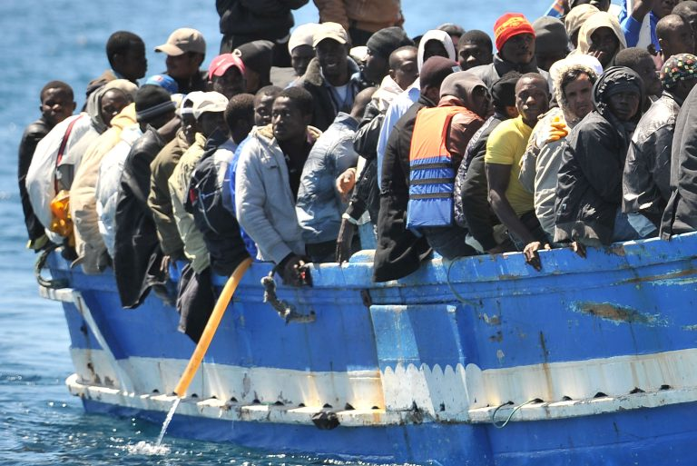 Mar Rosso: Migranti bombardati sul barcone. Decine di morti