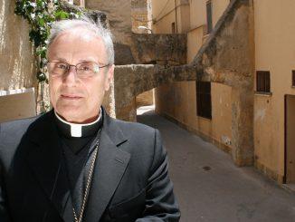 Domenico Mogavero, vescovo di Mazara del Vallo, è sotto accusa per truffa e abuso d'ufficio. Indaga la procura di Marsala.
